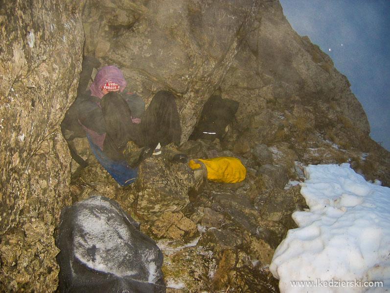 felek po akcji w jaskini