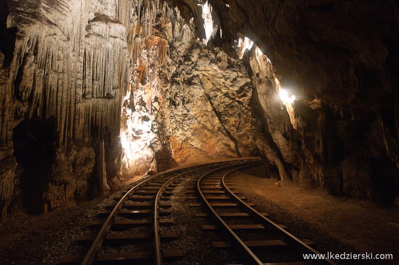 jaskinia postojna tory