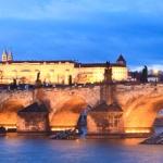 Most Karola w wieczorowej odsłonie
