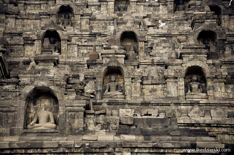 świątynia borobudur figury Buddy