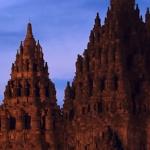 Yogyakarta – świątynia Prambanan wieczorową porą