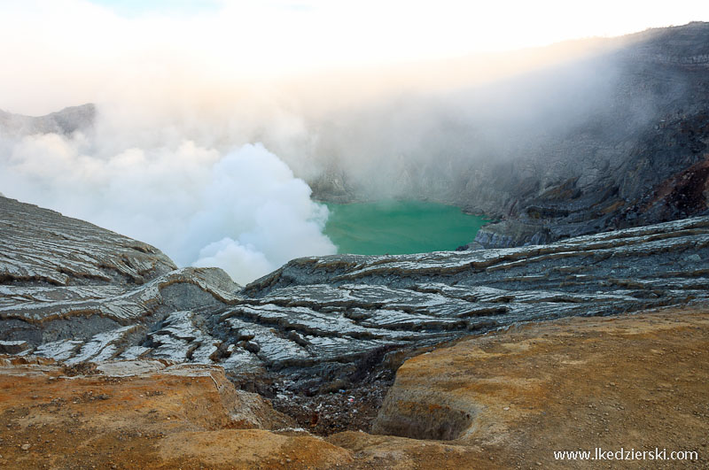 Kawah Ijen widok na jezioro siarki