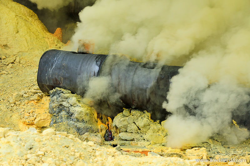 Kawah Ijen dymiące fumarole