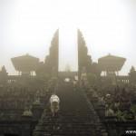 """Bali. Pura Besakih – przepiękna świątynia z koszmarną """"obsługą"""""""