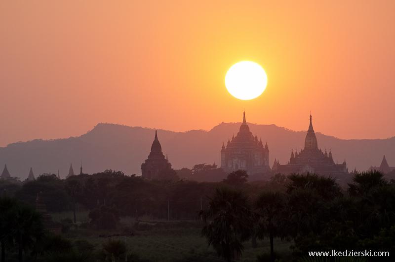 podróż do birmy bagan zachód słońca