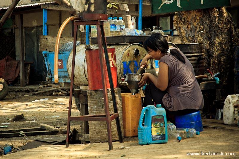 birmańska stacja benzynowa