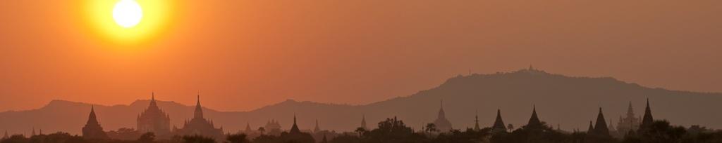 panorama bagan sunset