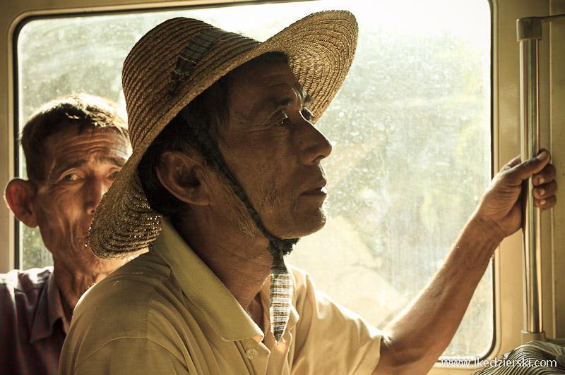 pasażer autobusu w birmie