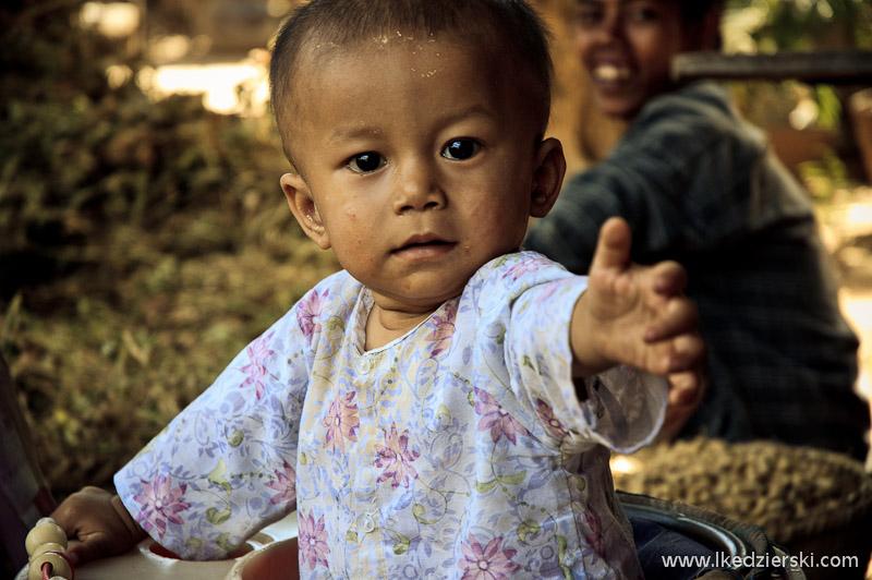birma bagan chlopiec