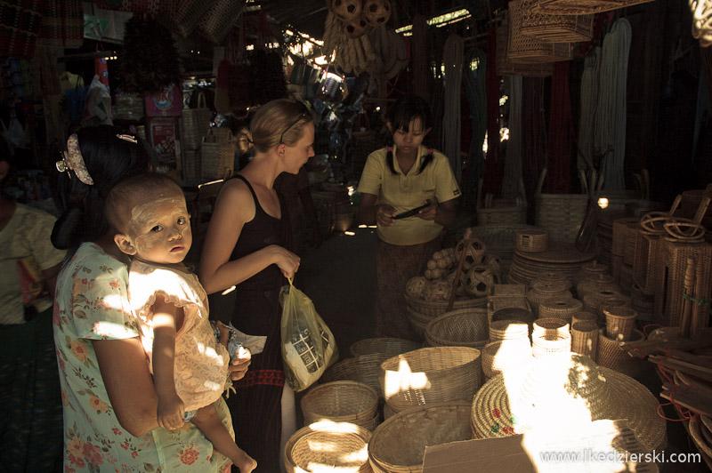 lokalny targ w bagan