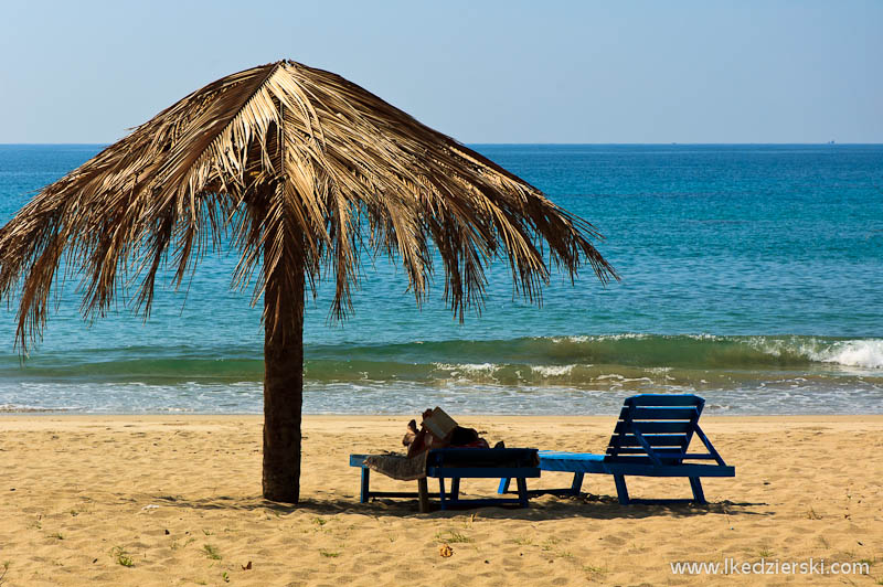 ngwe saung beach parasol