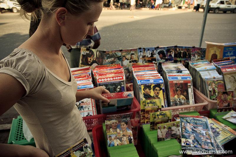 ulice rangunu stoisko z dvd