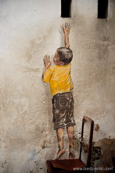 murale w georgetown zacharevic Reaching Up mural