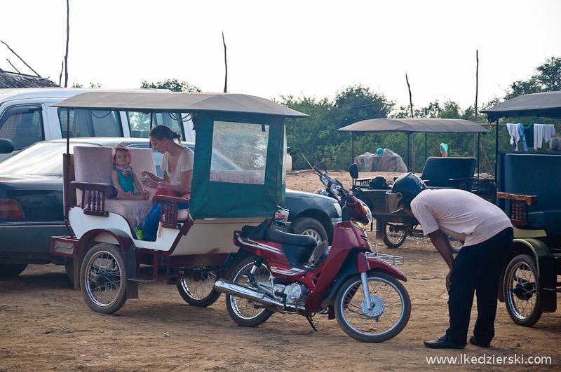 Kampong Phluk. Obiadek w tuktuku... czemu nie.