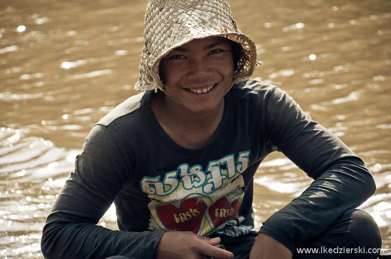 mangrove forest chłopak