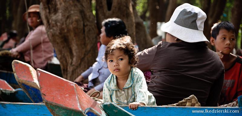mangrove forest dziewczynka