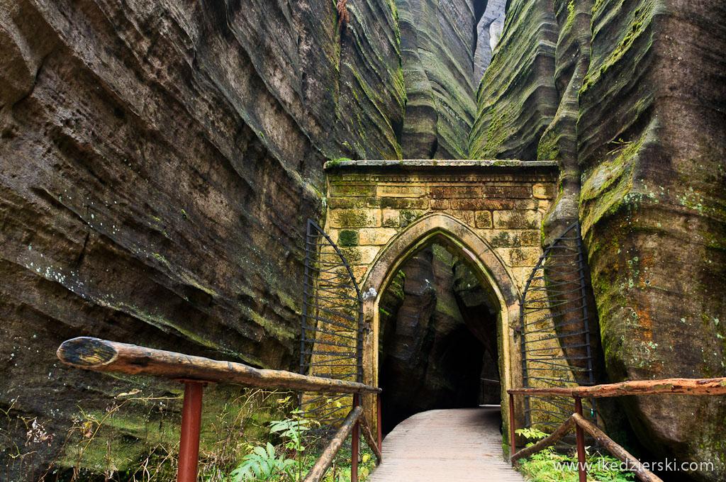 Adršpach skalne miasto gotycka brama