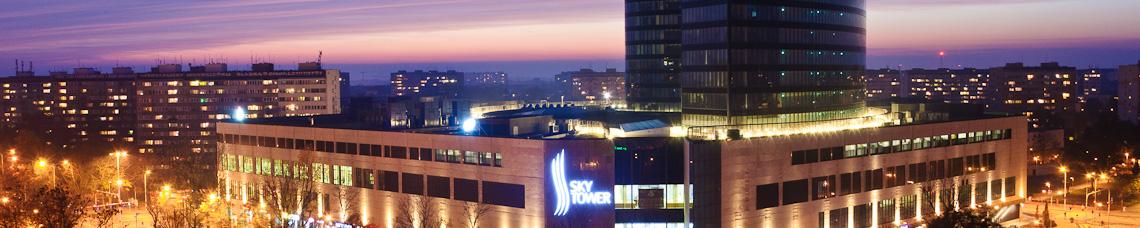 panorama sky tower zachodzie słońca