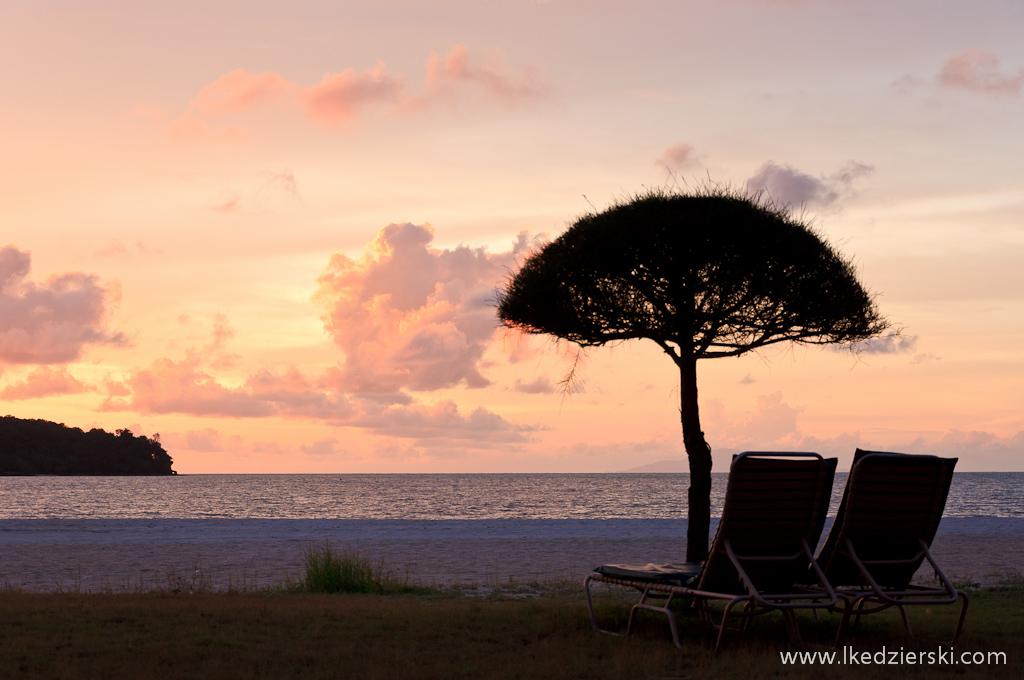 langkawi beach sunset leżak na plaży