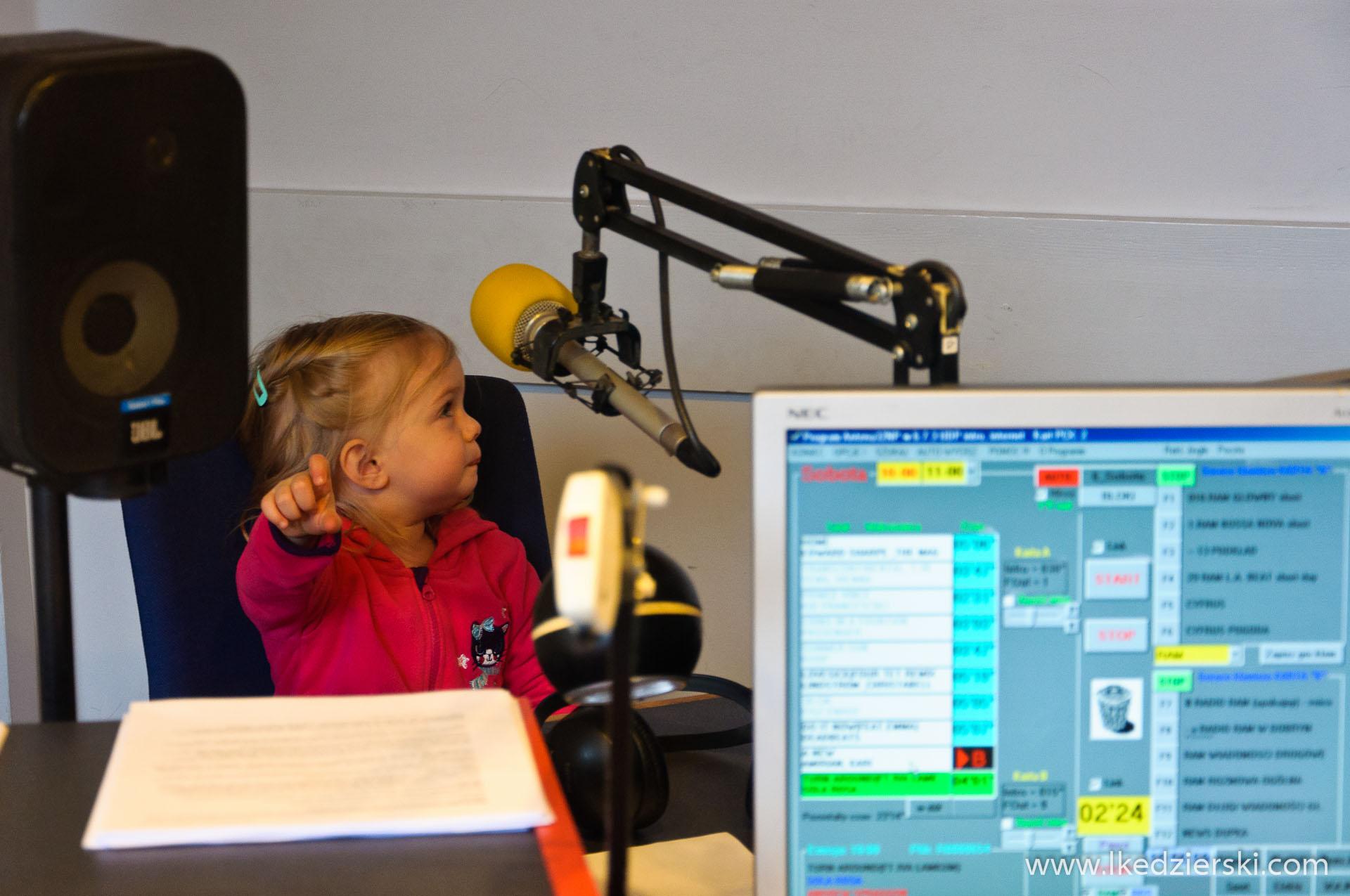 Nadia w podróży jako radiowiec