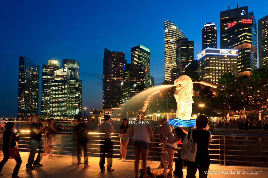 singapur by night merlion