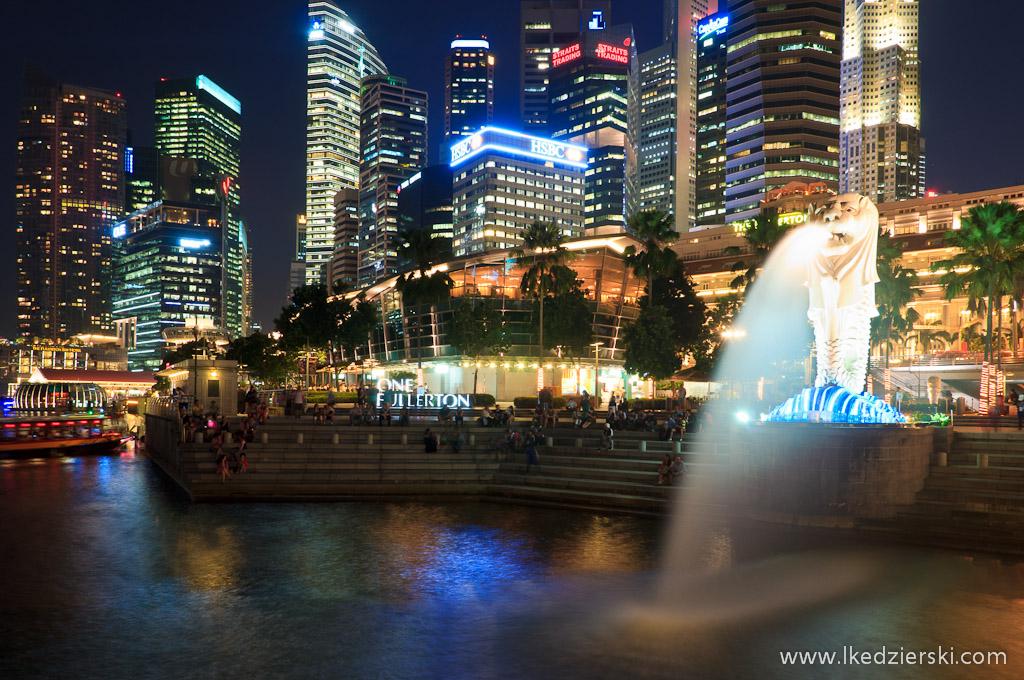 singapur po zachodzie słońca singapur by night merlion