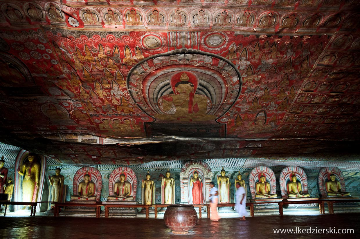 sri lanka dambulla rock temple