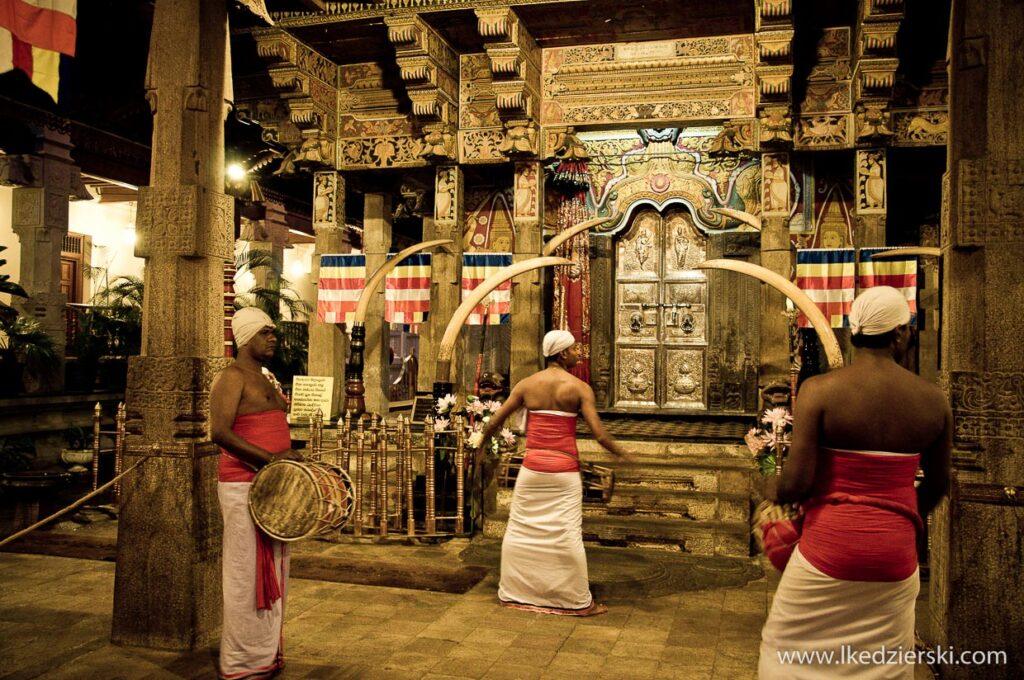 sri lanka kandy sacred tooth relic