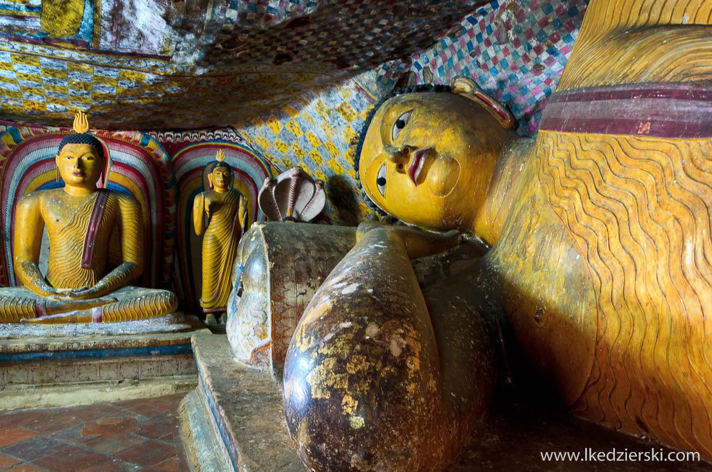 sri lanka dambulla temple devena alut viaharaya