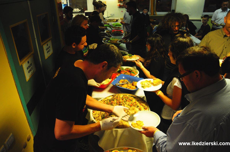 abraham hostel shabbat diner