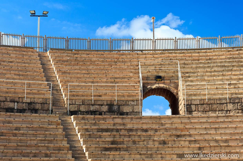 cezarea teatr rzymski ruiny na plaży