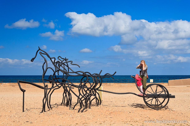 rydwan ruiny na plaży