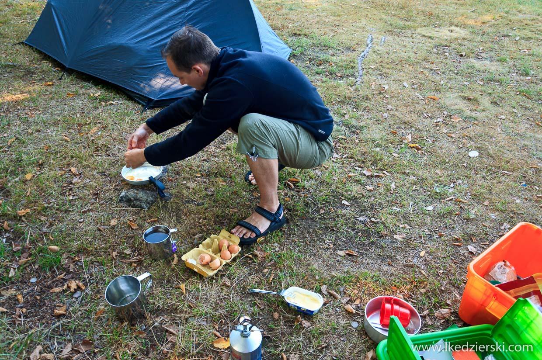 camping pod namiotem