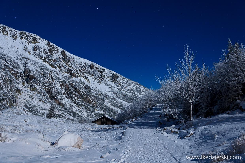 nocne zdjęcia karkonoszy schronisko samotnia