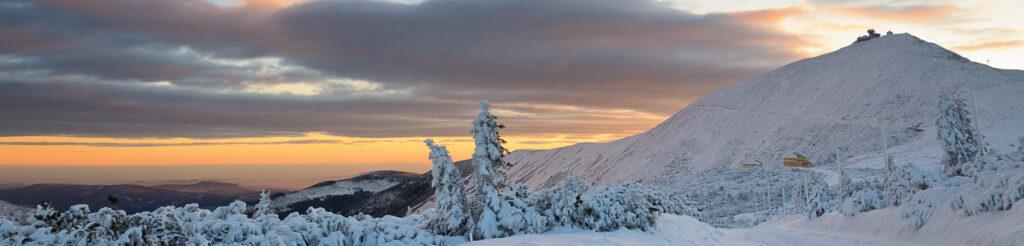 panorama karkonosze wschód słońca