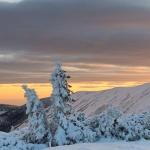 Piękną zimę mamy tej jesieni – wschód słońca w Karkonoszach