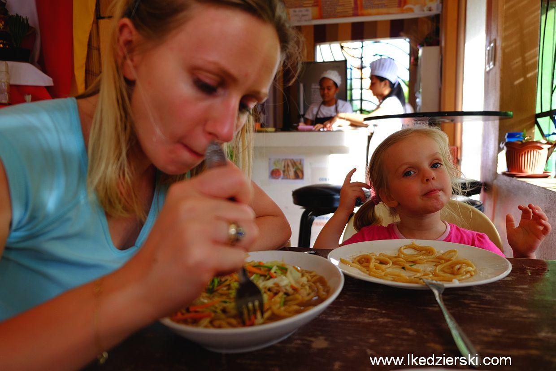 Wiele osób pisało, że jedzenie na Filipinach jest niedobre - zaprzeczam - na razie jest pyszne!