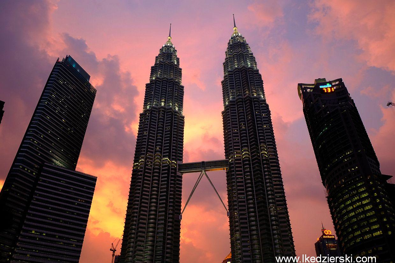 kuala lumpur petronas towers sunset