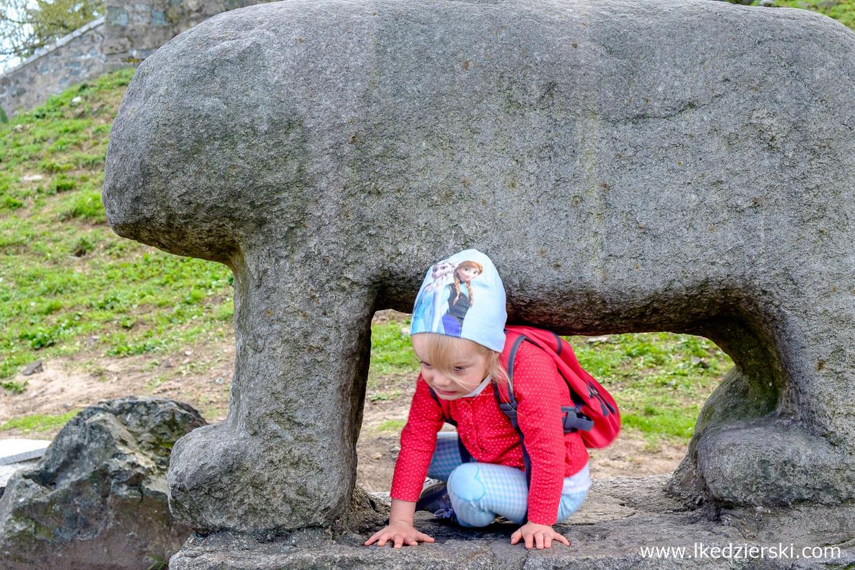 Ślęża posąg niedźwiedzia