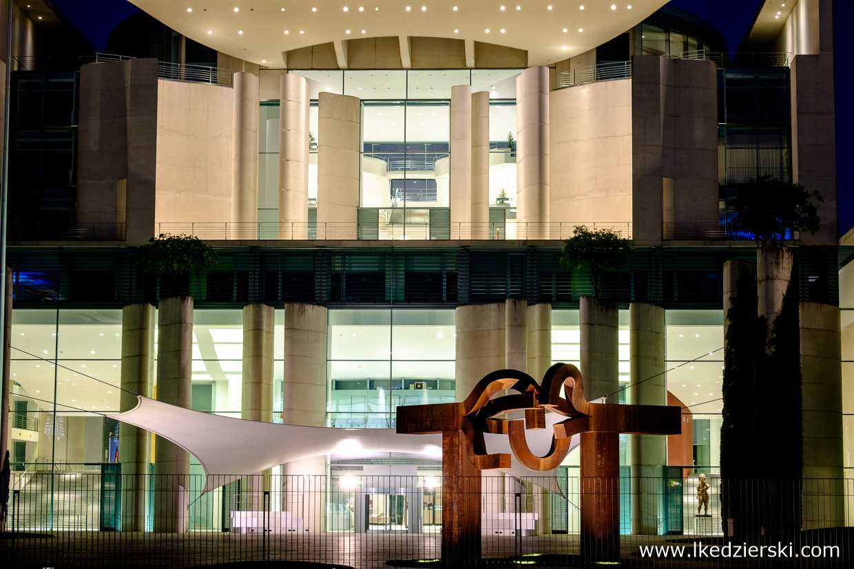 berlin bundeskanzleramt berlin na nocnych zdjęciach