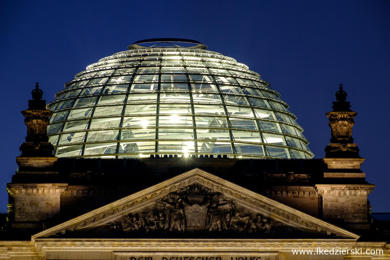 berlin reichstag dome blue hour berlin na nocnych zdjęciach