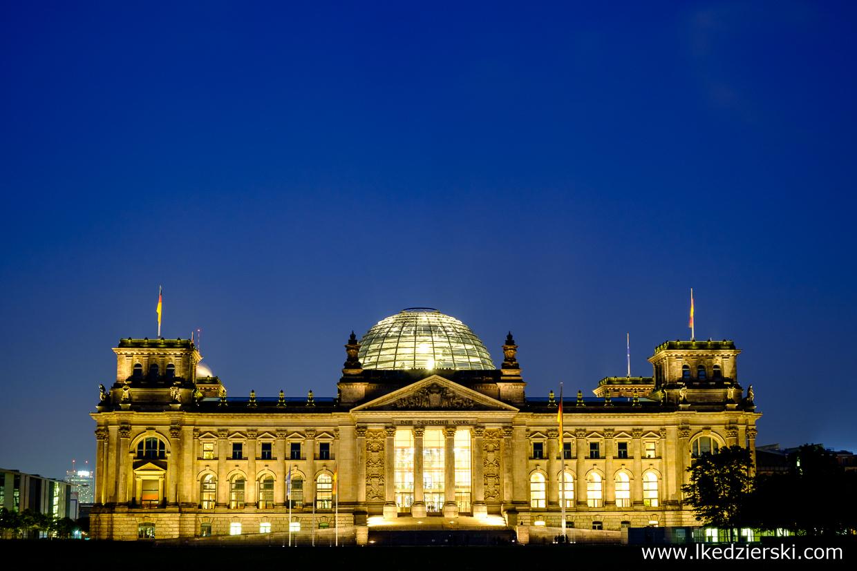 berlin reichstag blue hour berlin na nocnych zdjęciach