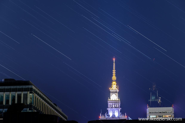 Warszawa. Startrails - Pałac Kultury i Nauki