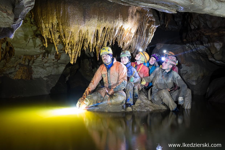 jaskinia logarcek jaskinie w słowenii cave