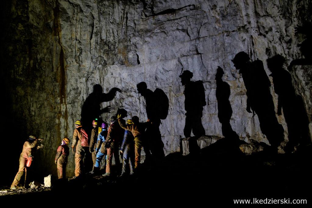jaskinie w slowenii skednena jama jaskinia skednena