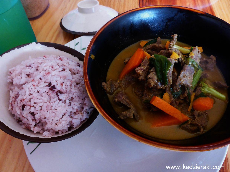 Sagada. Yoghurt House jedzenie wolowina w curry