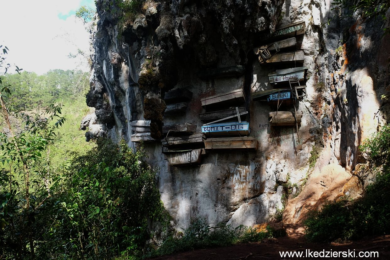 Sagada. Hanging Coffins - wiszące trumny.
