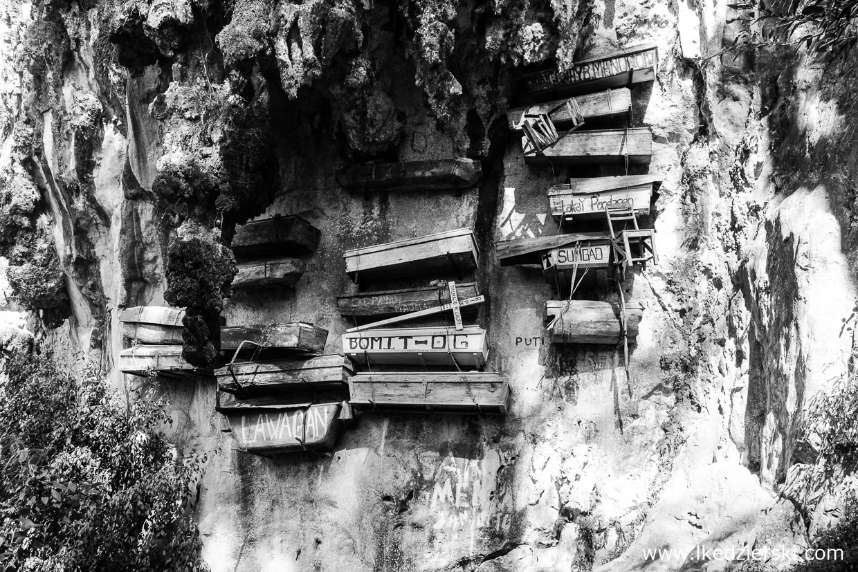 sagada-hanging-coffins-wiszace-trumny-01