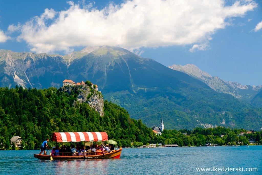 słowenia jezioro bled pletna blejski grad
