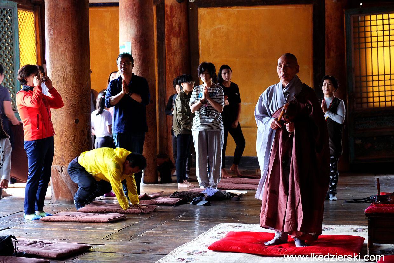 bulguksa temple mnich